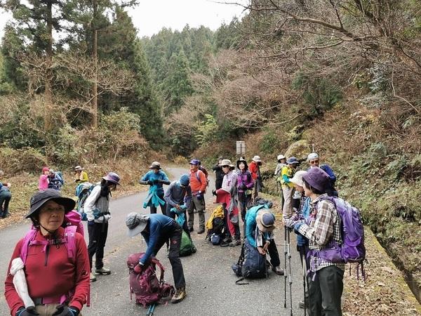 女岳登山口.jpg